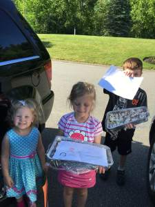 Glinski kids deliver to Grace House Staff